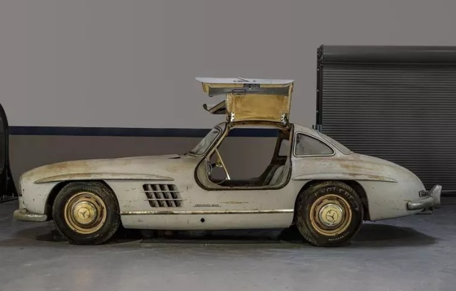 Уникальный Mercedes-Benz 300SL Gullwing, который простоял в гараже 60 лет