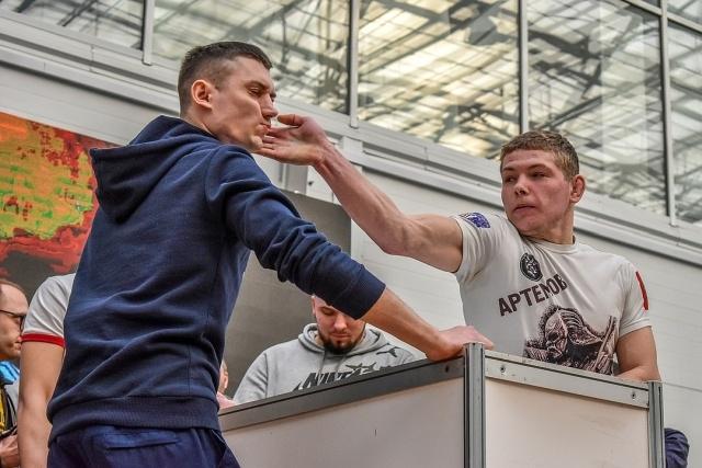 В Красноярске прошел первый чемпионат по мужским пощечинам