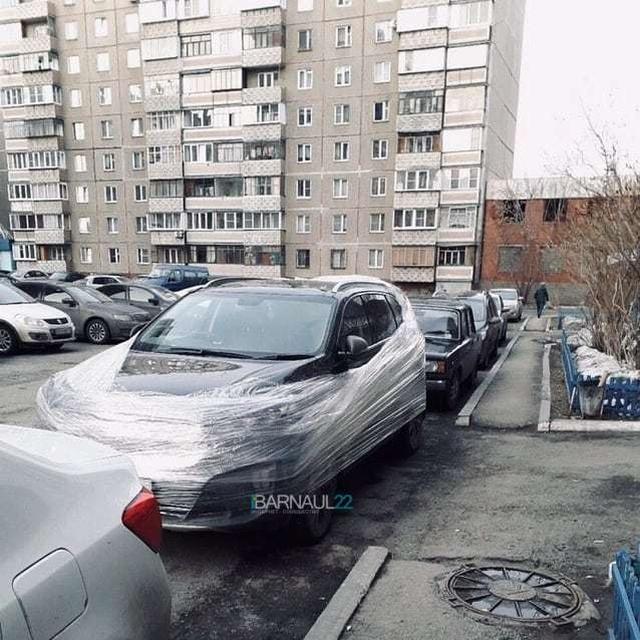 """""""Супергерой"""" из Барнаула борется с нарушителями правил парковки"""