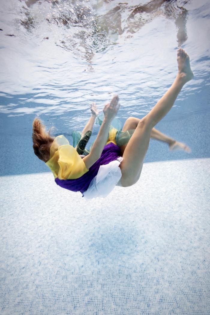 Девушки в воде на снимках Меган Огилви