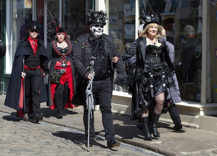 Британский город заполонили толпы готов