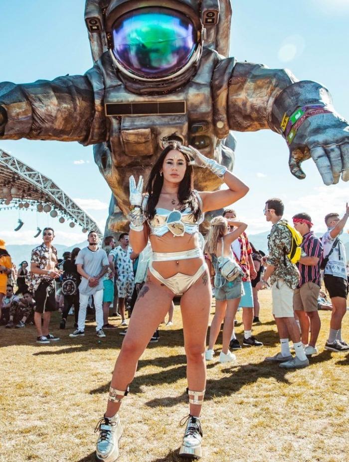 Чудики в сумасшедших нарядах на грандиозном фестивале Коачелла