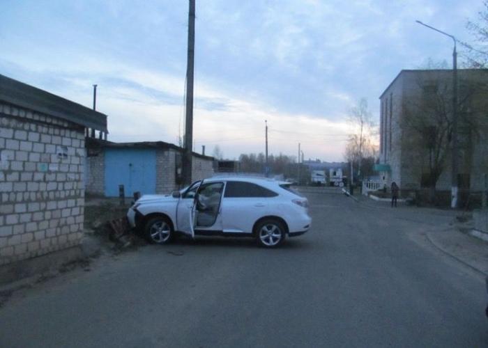 Пьяные сотрудники автомойки решили покататься на внедорожнике Lexus клиента