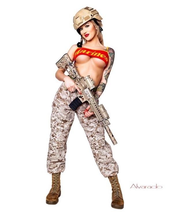"""""""Боевая Барби"""": солдат морской пехоты Рианна Коннер"""