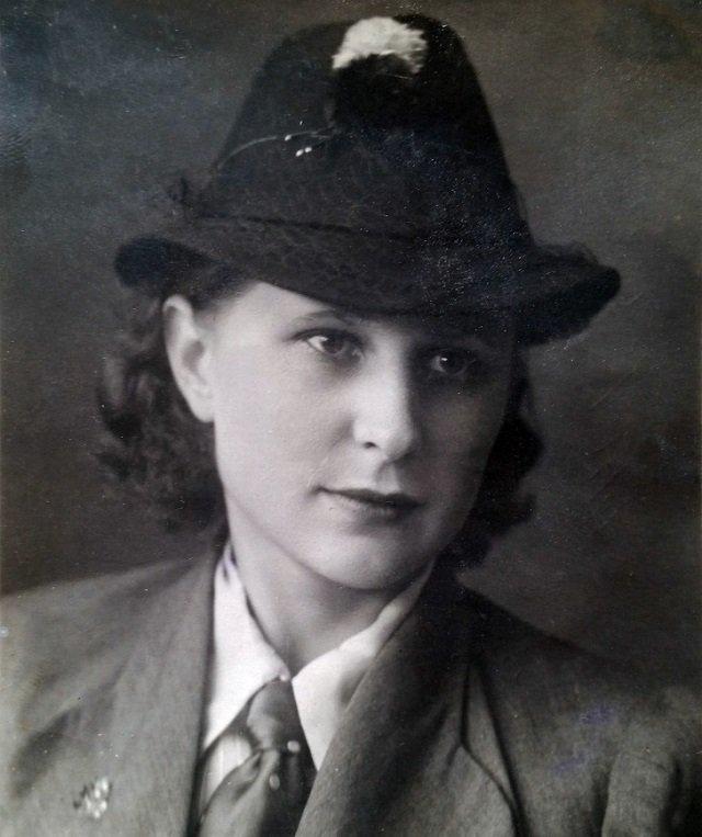 Красота XX века В соцсетях запустили флешмоб, в котором люди поделились фотографиями своих бабушек и мам