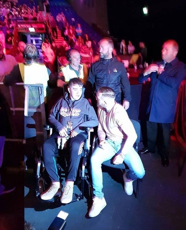 Макгрегор пригласил фаната на VIP-места посмотреть турнир