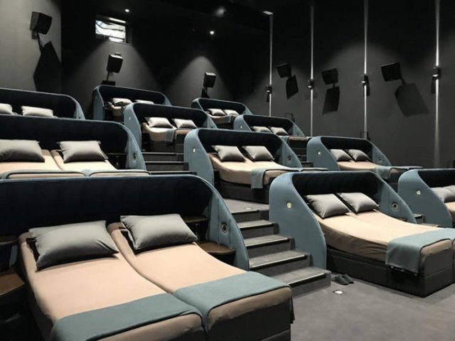 Очень комфортный кинотеатр в Швейцарии
