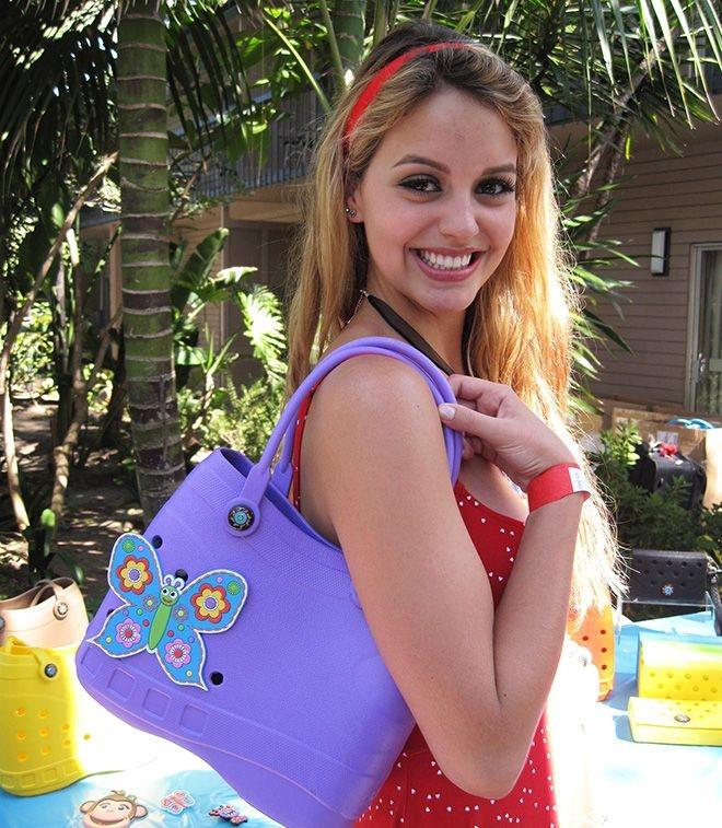 Будь модной этим летом с сумкой в стиле кроксов