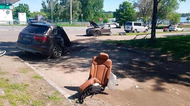 В Москве внедорожник Audi разорвало на две части, но водитель уцелел