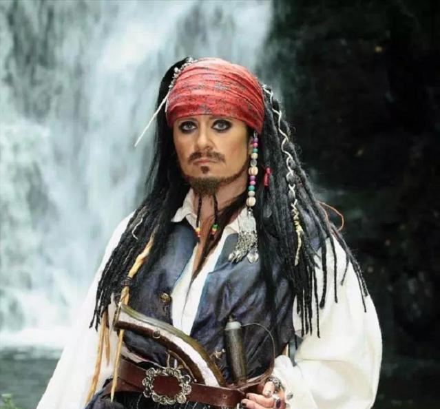 47-летняя ирландка вышла замуж за 300-летнего призрака пирата и чуть не умерла