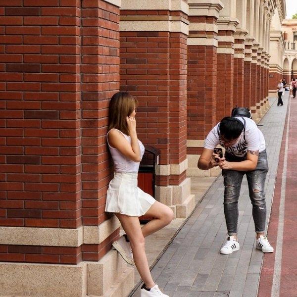 Залог удачной фотографии девушки - это старания её преданного парня
