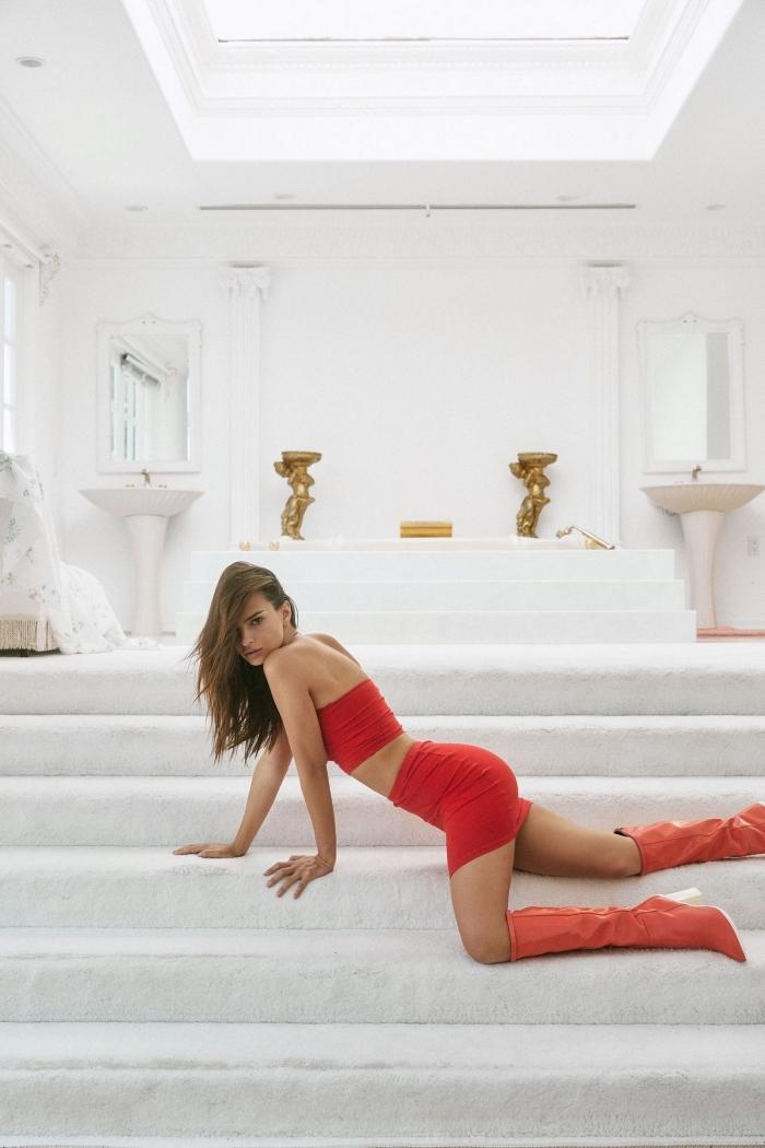 Эмили Ратаковски представила летнюю коллекцию Inamorata Woman