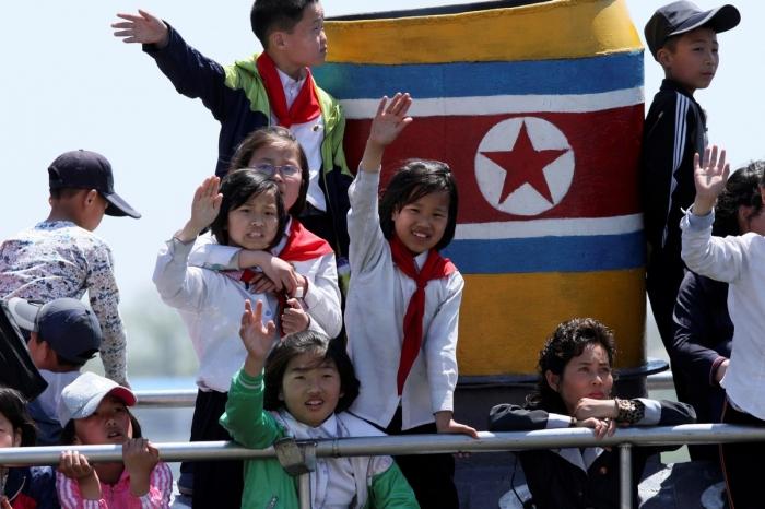 Северная Корея с реки Ялуцзян