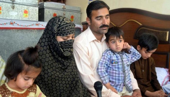 Пакистанский продавец попкорна построил самолет за $600