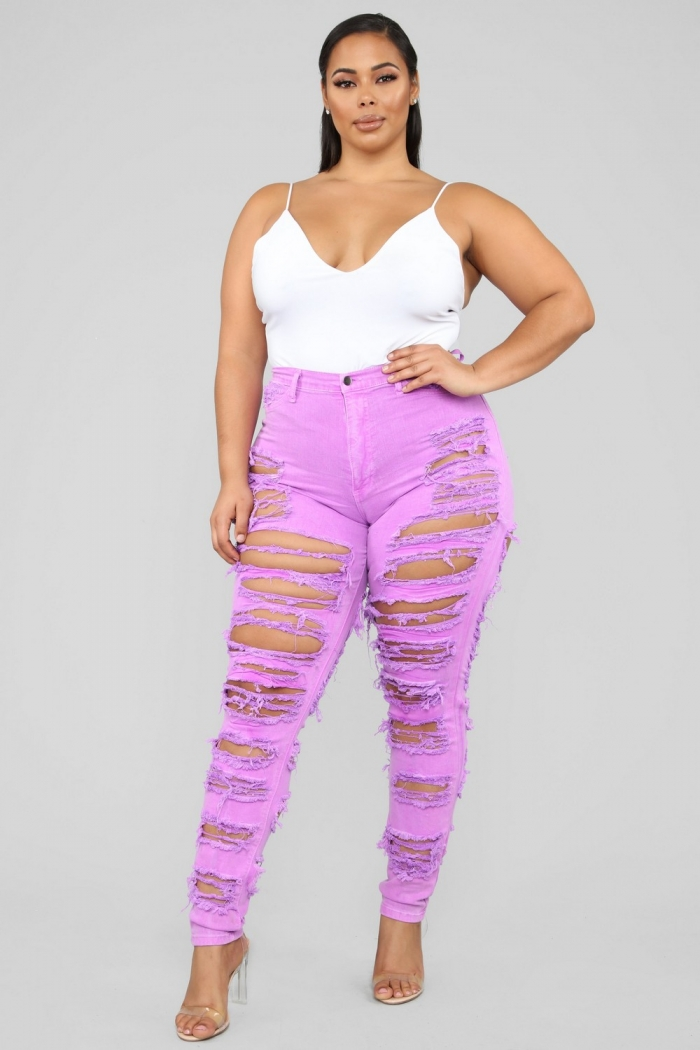 Последние модные тенденции: очень рваные джинсы