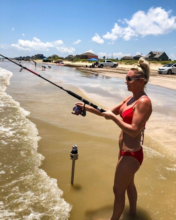 Готовьте свои спиннинги, пора на рыбалку!