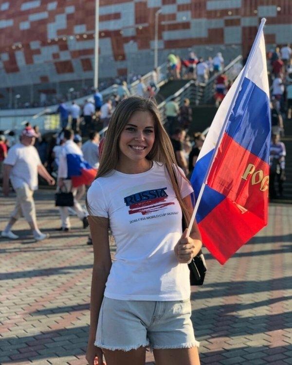Ослепительные болельщицы сборной России, украсившие собой матч с Сан-Марино