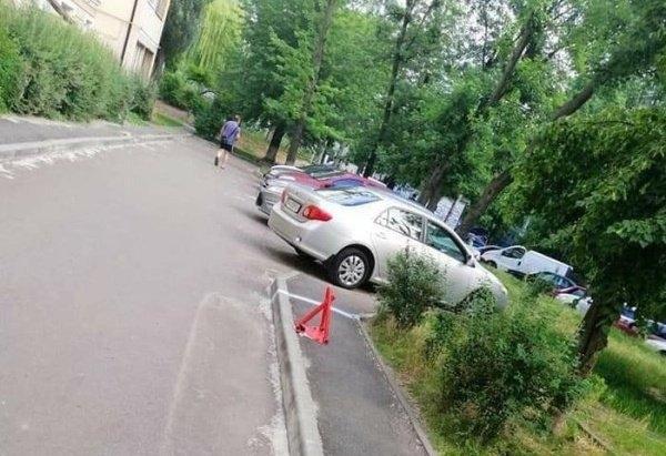 Парковка на тротуаре 100 уровня