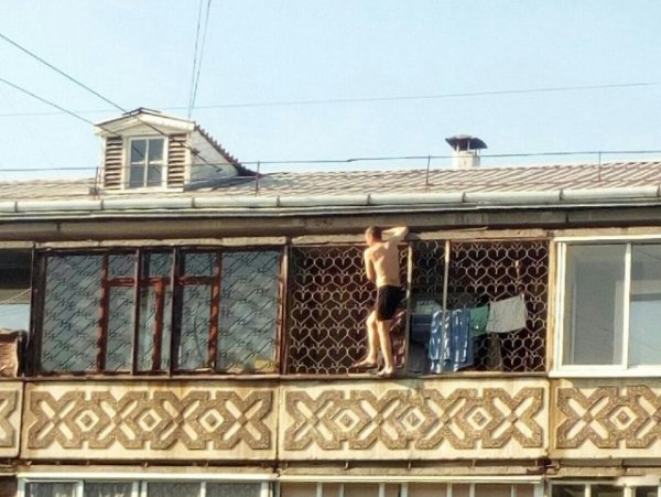 Житель Ангарска выбрал рискованный способ позагорать