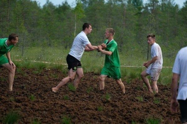 Болотный футбол в Ленинградской области