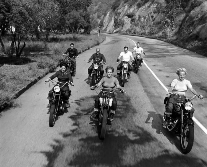 Как выглядели байкерши в 40-x годах
