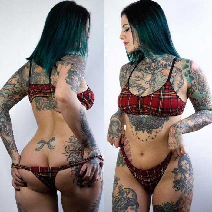 Девушка нанесла на свое тело более 40 татуировок