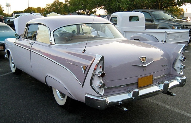 Стильный Dodge, выпущенный в 50-х годах специально для женщин