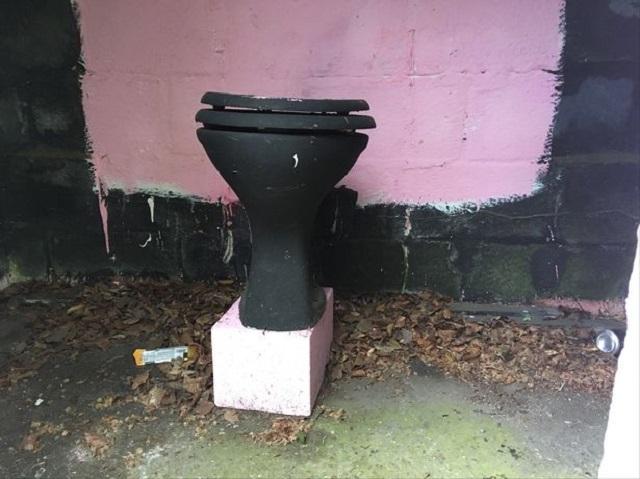 В британском городе Веллингтон заметили очень странную остановку