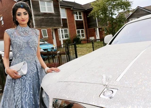 Подросток приехала на выпускной на Rolls-Royce в кристаллах