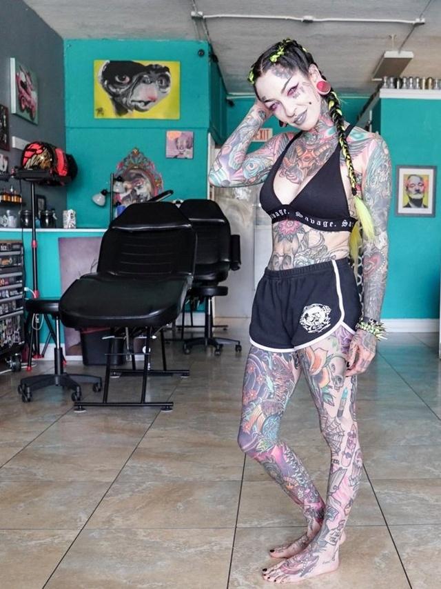 Любительница татуировок тогда и сейчас