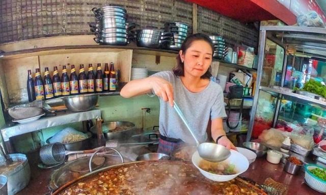 Фирменный бангкокский суп, от которого может стать дурно