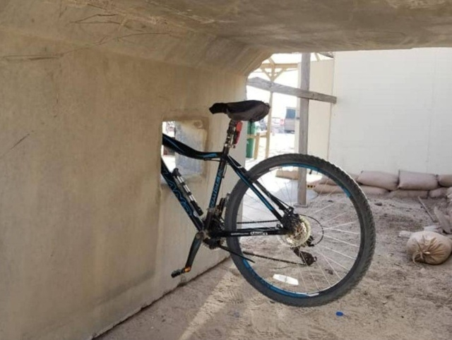 Злая шутка над велосипедистом