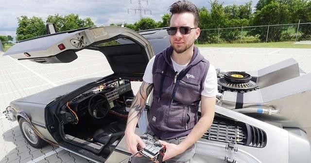 """Парень из Голландии сделал точную копию DeLorean из фильма """"Назад в будущее"""""""