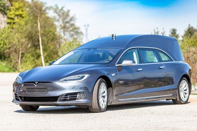 Норвежец сделал из Tesla электрокатафалк и выставил его на продажу