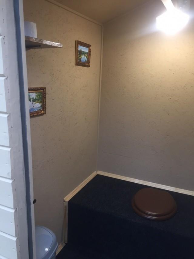 Красиво жить не запретишь: уютный дачный туалет
