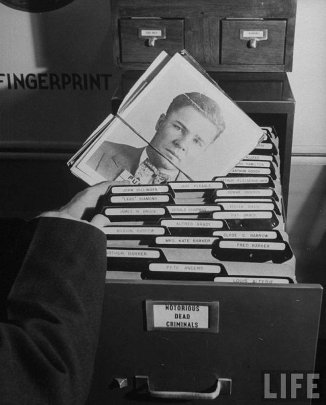 Как выглядела картотека отпечатков пальцев ФБР до перехода на электронную базу
