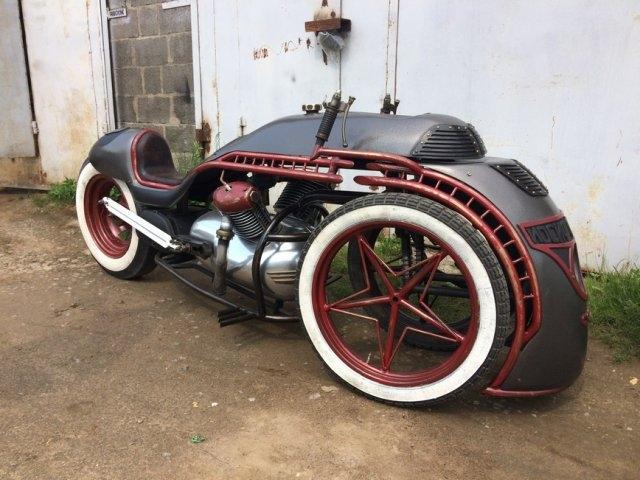 """Стимпанк-мотоцикл, стилизованный под советский паровоз """"Иосиф Сталин"""""""