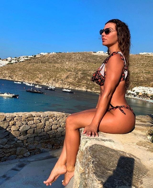 Анна Седакова в образе горячей пиратки