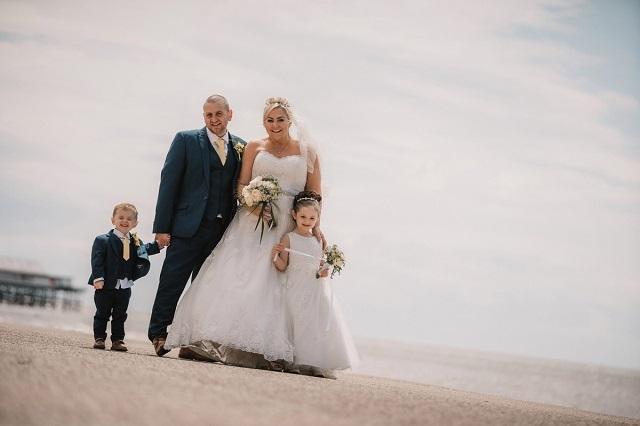 Британка испортила свадебное платье за тысячу фунтов ради забавной фотосессии