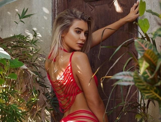 Новый тренд Instagram-моделей - бикини из полосок