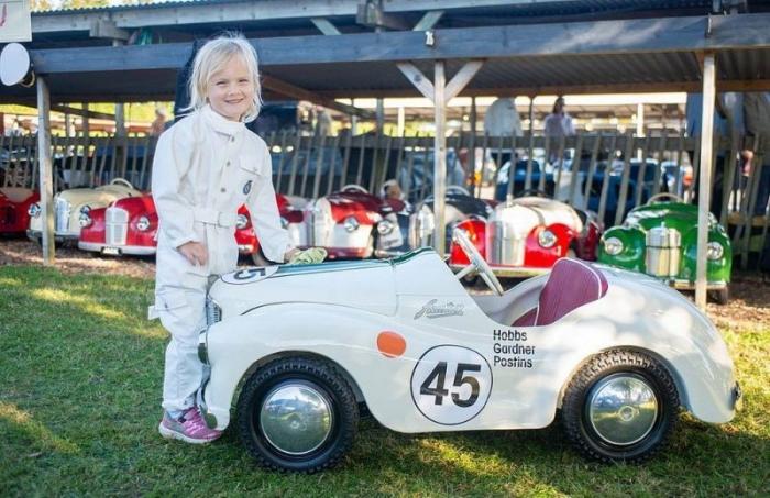 Зрелищный ретро-фестиваль с гонками на раритетных авто