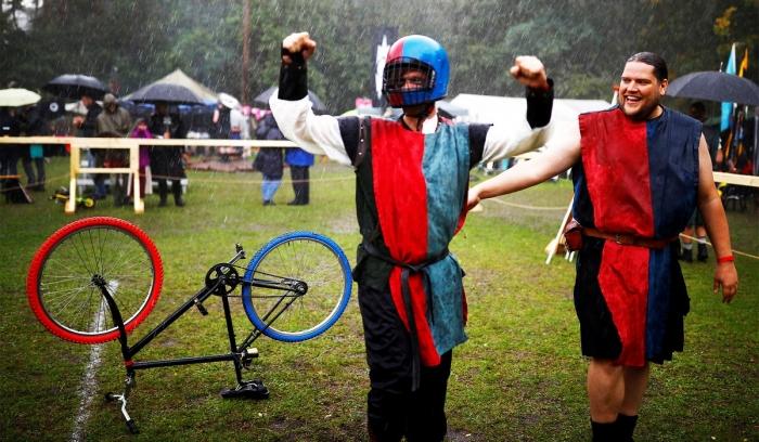 В Германии прошел рыцарский турнир на велосипедах