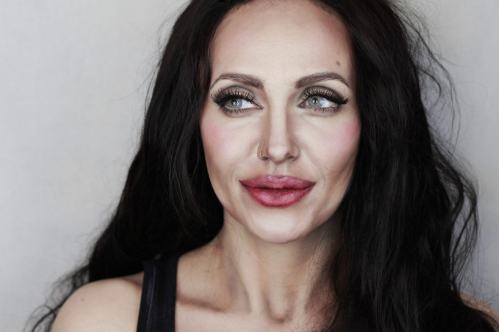 Художница рисует жуткий макияж, который вам точно сегодня приснится