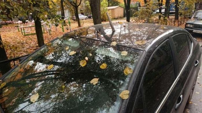 Припарковался на чужом месте и получил лом в крышу авто