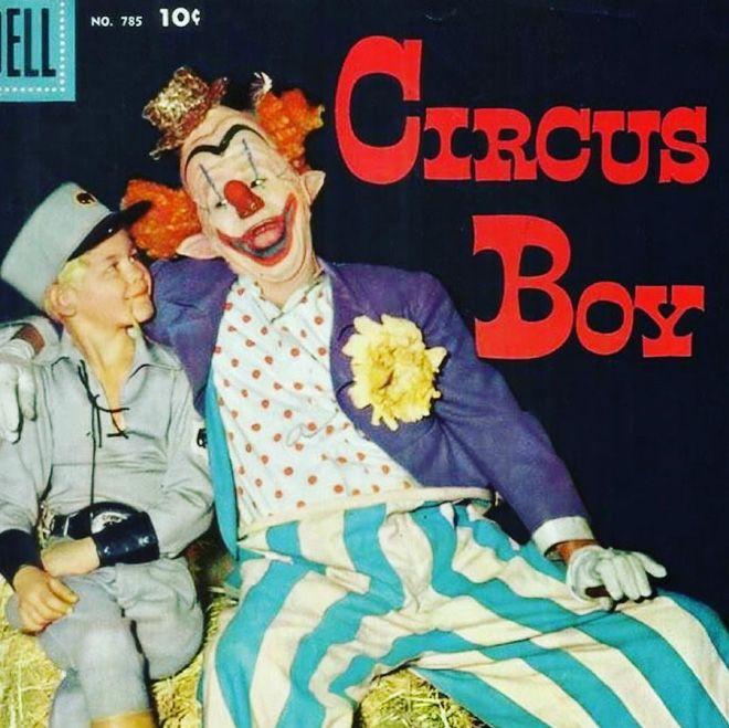 Криповые обложки музыкальных альбомов с клоунами