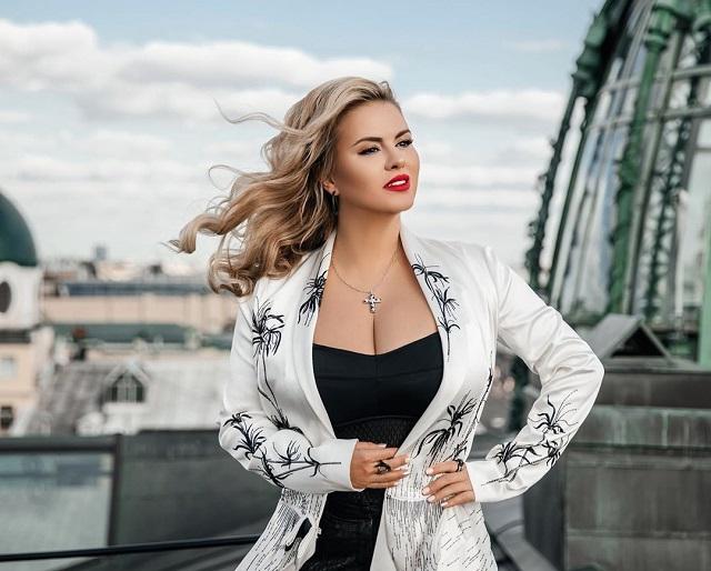 Анна Семенович рассказала, почему у нее такая большая грудь