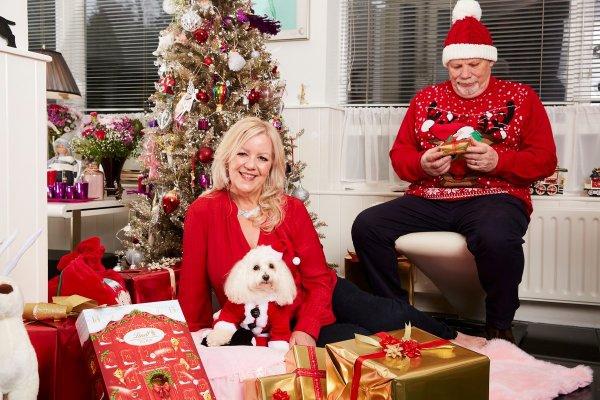 Англичанка потратила почти на три тысячи евро на рождественские подарки для собаки