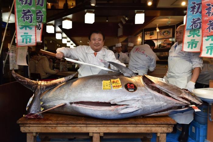 В Японии на аукционе продали тунца за 1,8 млн долларов