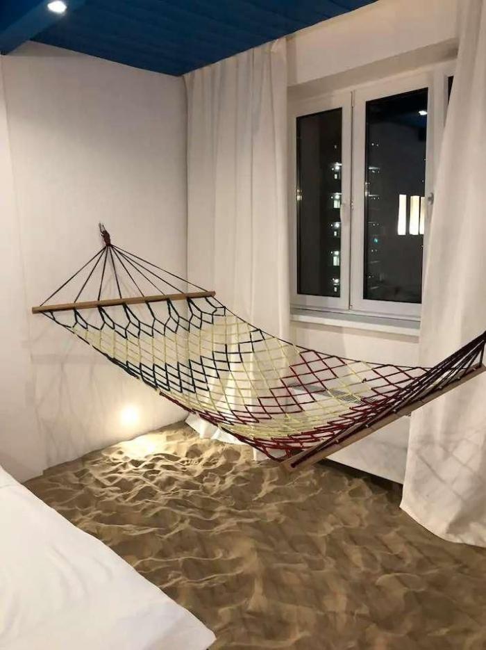 В квартире в Химках обустроили настоящий пляж