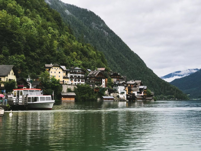 Инстаграмщики разрушают сказочный городок в Австрии
